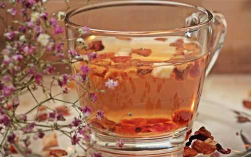 fruity tea in a glass mug