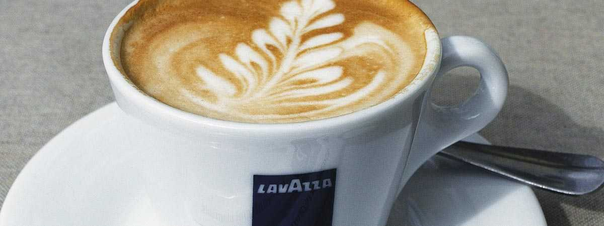 latte in lavazza mug
