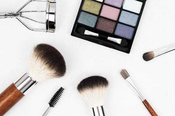 makeup brushes and eye shadow