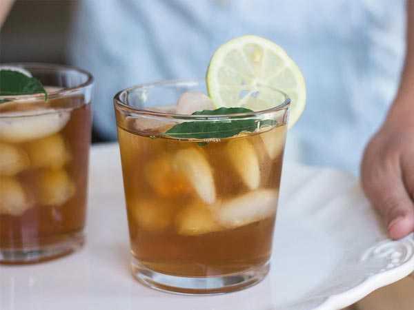 iced tea with lemon a tray
