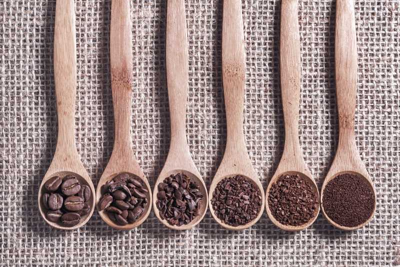 six spoons with different coffee grinds